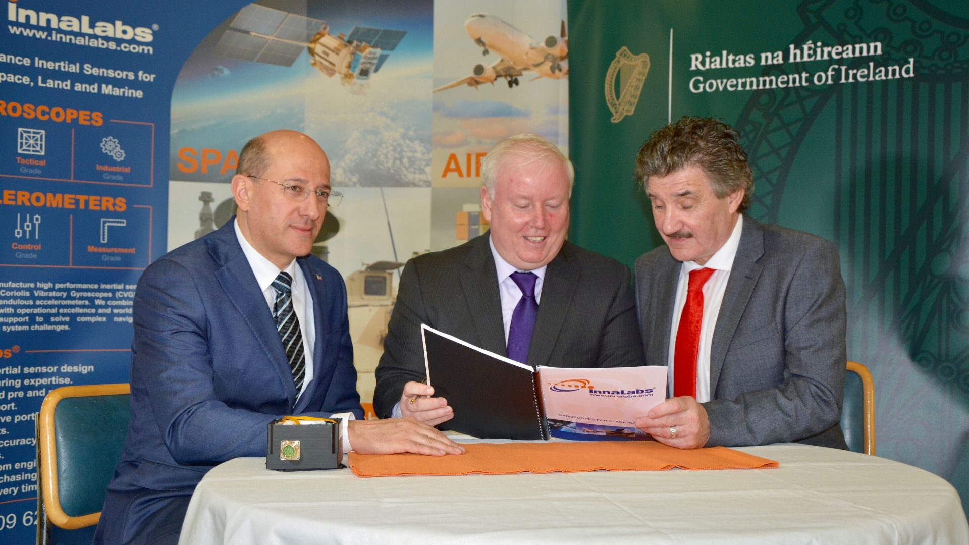 José Beitia, CTO (Left); John OLeary, CEO (Middle);Irish Minister for Business, John Halligan